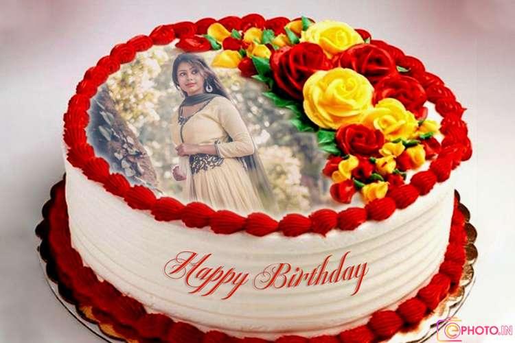 फोटो फ्रेम के साथ सुंदर गुलाब जन्मदिन का केक
